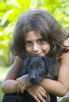 Eine gute Welpenerziehung hat ähnliche Grundlagen wie eine erfolgreiche Kindererziehung.