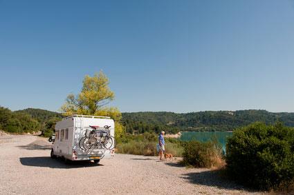 Orte mitten in der Natur sind ideal für den Urlaub mit Wohnmobil und Hund.